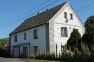 Dom w malowniczym krajobrazie