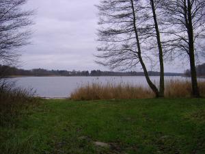 Działka między dwoma jeziorami