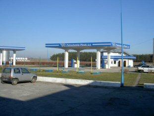 Stacja benzynowa przy drodze nr3