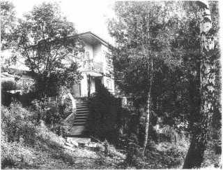 dom w tropiu nad jeziorem